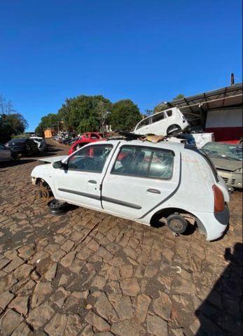 Sucata para retirada de peças- Renault Clio