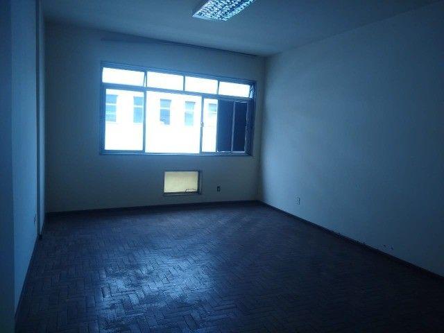 Apartamento Amplo 3 Dormitórios Sendo Uma Suíte - Foto 19