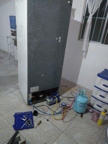 Concerto de máquina de lava e geladeira