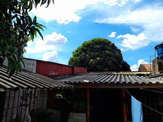 Lote no Shopping Park com uma casinha simples ao fundo R$ 110.000,00 - Foto 3