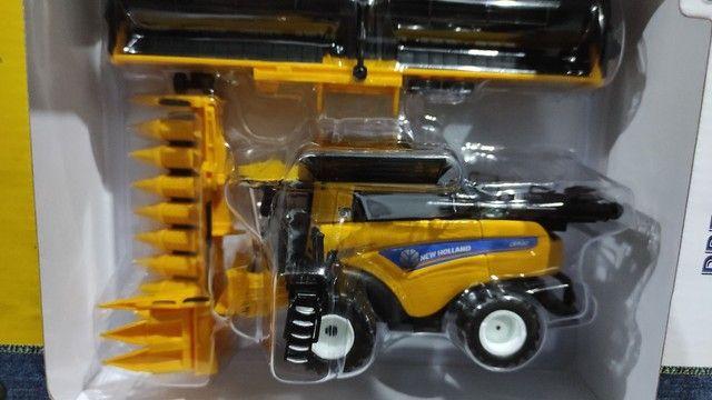 Miniatura ERTL Colheitadeira New Holland CR9.90 Escala 1:64 Comprada nos EUA