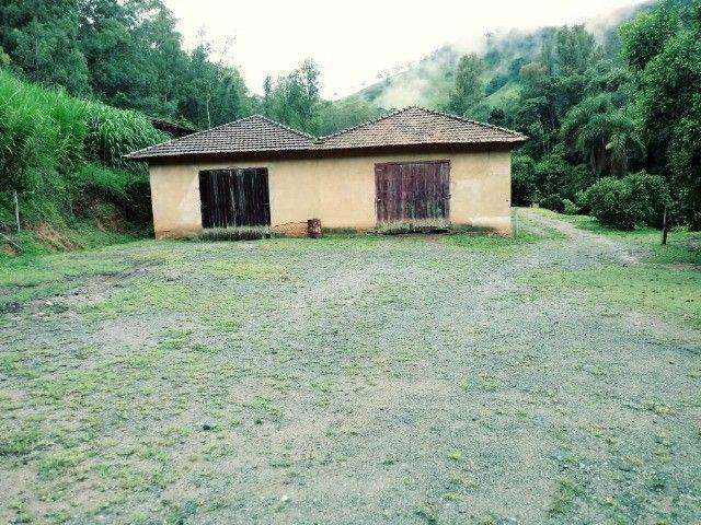 Chácara contendo casa e galpão em Delfim Moreira- Sul de Minas Gerais. - Foto 2