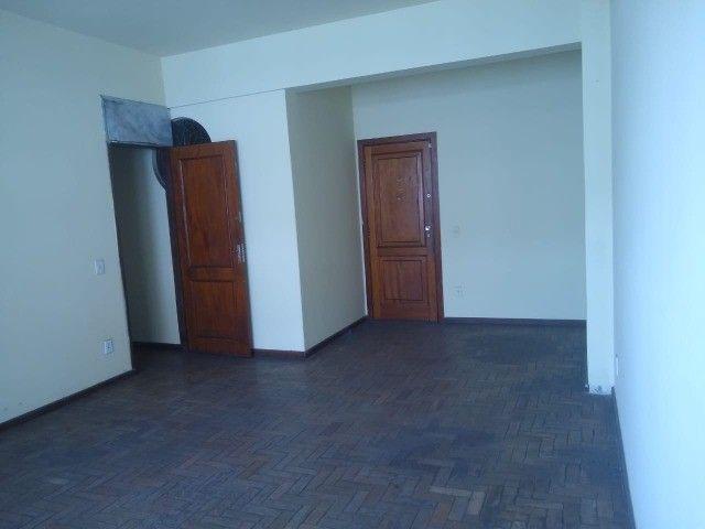 Apartamento Amplo 3 Dormitórios Sendo Uma Suíte - Foto 3