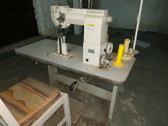 Máquina costura coluna