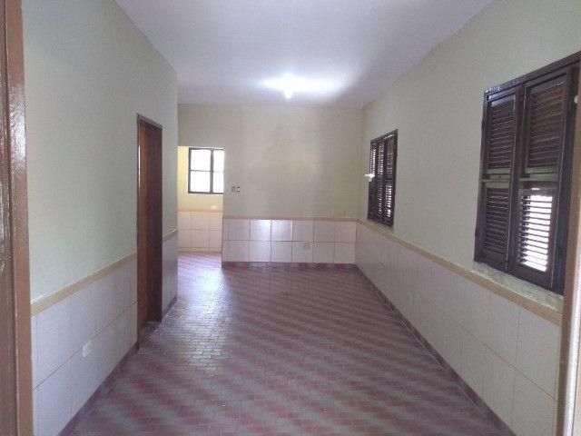 Casa com dois quartos e dois banheiros próximo ao supermercado Ofertão Max - Foto 17