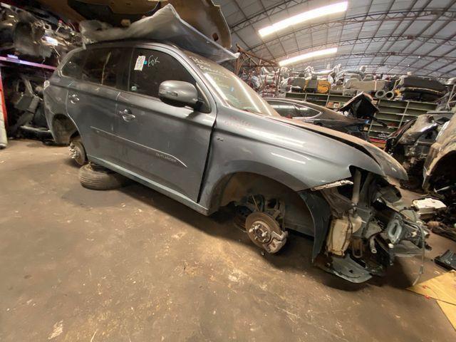 Sucata para retirada de peças- Mitsubishi Outlander - Foto 3