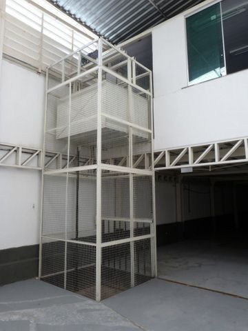 Elevador de Carga 2.000 kg com estrutura - Foto 3