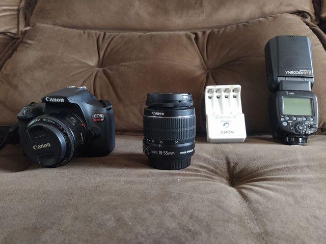 Camera Canon t6 semi nova com lente 18.55 mais 50mm flash youngnou  - Foto 2