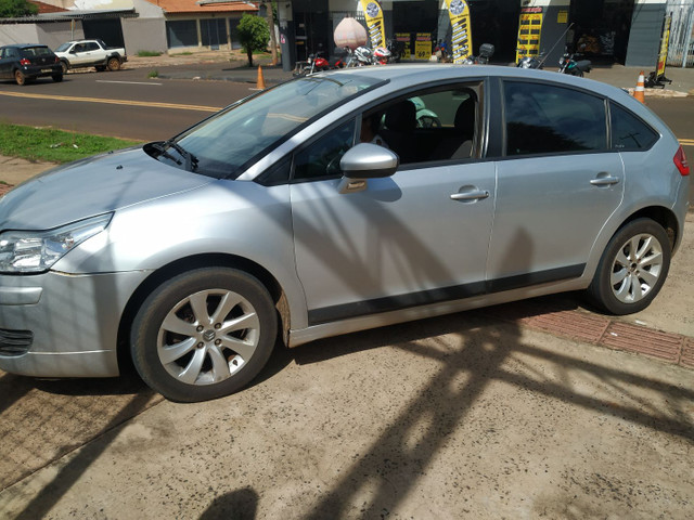 Citroen c4 glx 1.6 hatch 2012/2013 flex, cambio manual, completo financiamos - Foto 2