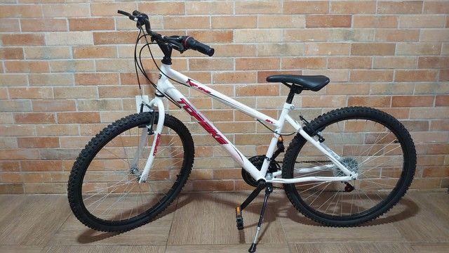 Bicicleta semi nova com marcha aro 26