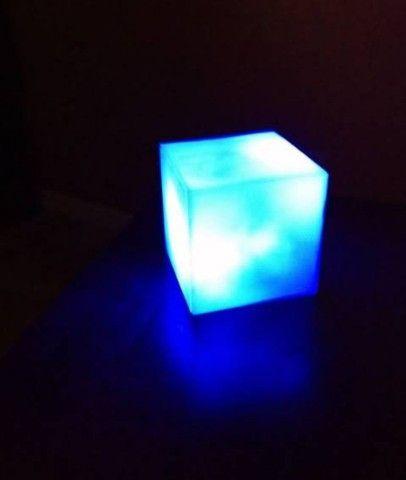 Luminária cubo tesseract com sensor aproximação