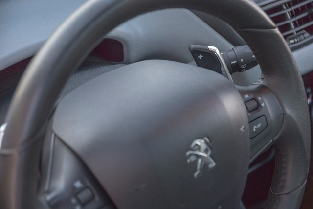 Peugeot 208 - Foto 8