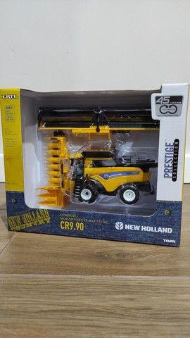 Miniatura ERTL Colheitadeira New Holland CR9.90 Escala 1:64 Comprada nos EUA - Foto 2