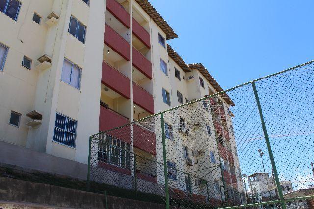 Apartamento 03 quartos (01 suíte), varanda. Locação mensal na Boca do Rio