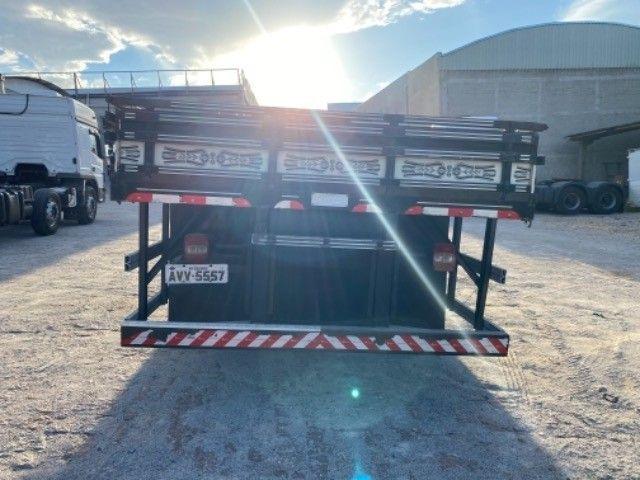 Vw-24.280 ano:13,branco,bi-Truck 8x2,com carroceria de 9 mts,ótimo estado. - Foto 6