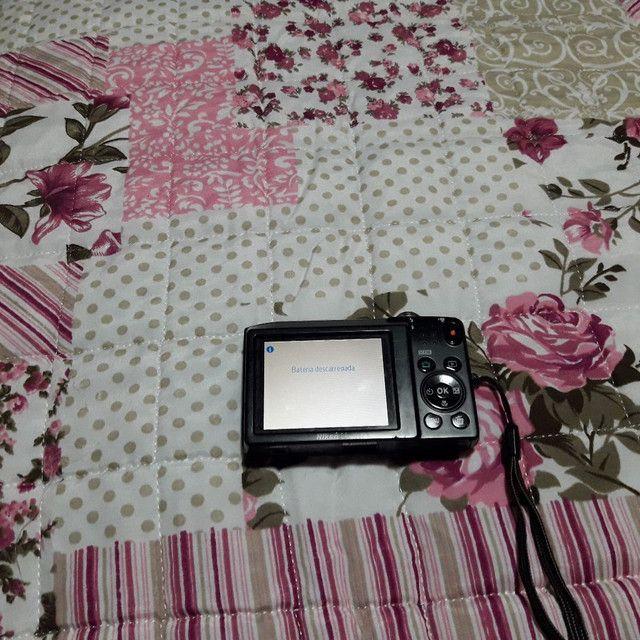 Máquina fotográfica nikon com caregador bateria memória de 4G e cabo para ligar na TV  - Foto 3
