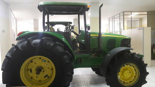 Trator John Deere 6415 4x4 Power Quad