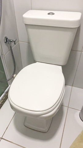 Vaso sanitário com descarga acoplada Novo - nunca usado