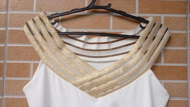 Vestido Chic: branco com dourado - Foto 2