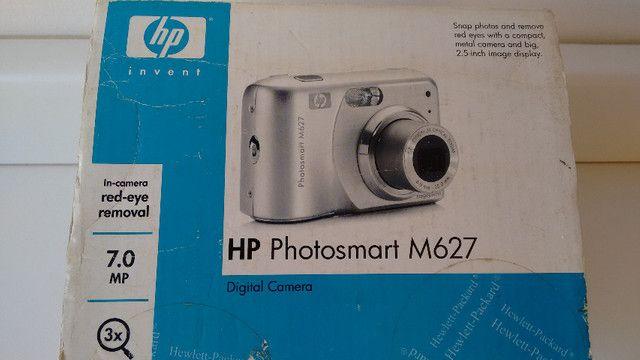Máquina fotográfica digital, marca HP, modelo Photosmart M627. Resolução de 7,0 MP