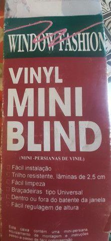 Mini Persiana de Vinil sem uso na caixa