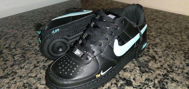 Tênis Nike preto e azul