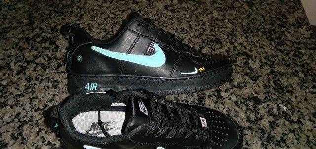 Tênis Nike preto e azul  - Foto 2