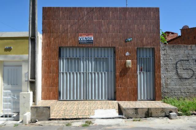 Casa a venda 03 quartos em excelente localização próximo a Av. Leão Sampaio