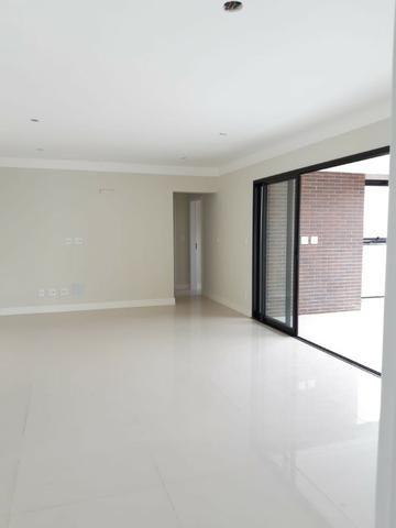 Apartamento andar alto , face sombra, no Edifício Metropolitan com 142 m² úteis, 3 suítes - Foto 11