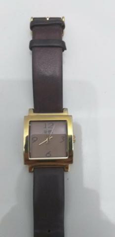 Relógio dourado com pulseira de couro chilli Beans original - Foto 2