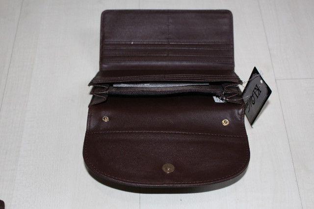 Vendo -carteira na cor café tem 19cm de largura e 10cm de altura - Foto 4