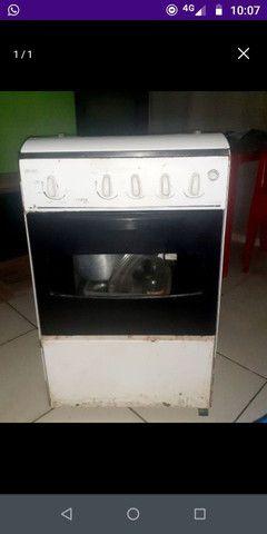 Vendo fogão de 4 BOCAS por 40,00 pra vir buscar, já baixei o valor, não aceito proposta.