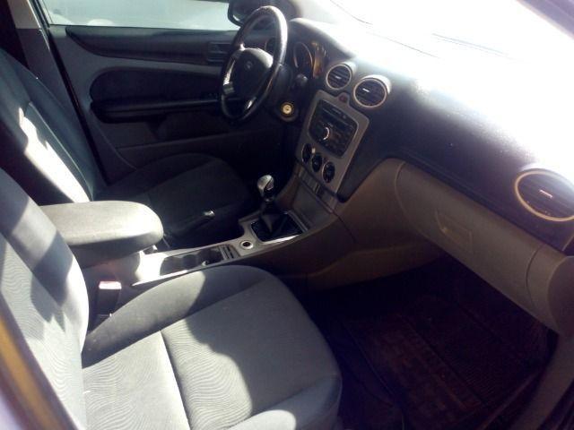 Ford Focus 1.6 Completo + Gnv ent + 48 x 530,00 1º parcela por conta da loja - Foto 6
