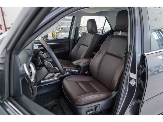 Toyota Hilux Sw4 2.8 SRX 4X4 7 LUGARES 16V TURBO INTERCOOLER DIESEL 4P AUTOMÁTICO - Foto 9