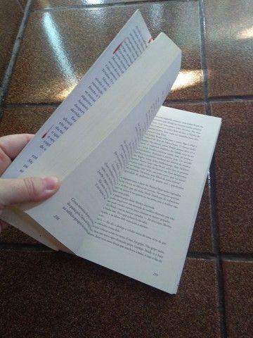 Livro MR Mercedes Stephen King - Foto 3
