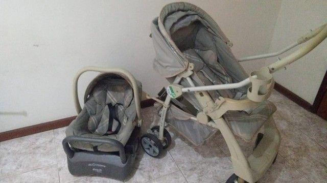 Carrinho de bebê e cadeirinha de carro