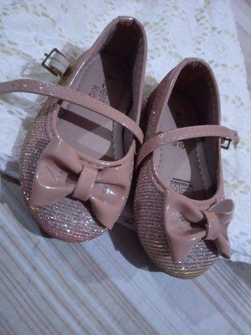 Vendo vestido e sapatilha novos  - Foto 2