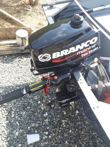 Vendo Barco, motor 4 hp e carretinha tudo em Dia.