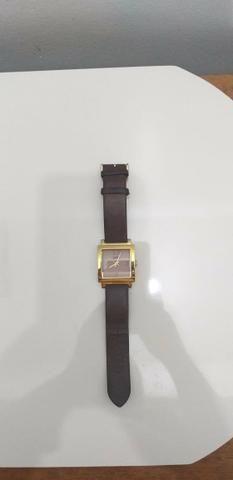 Relógio dourado com pulseira de couro chilli Beans original