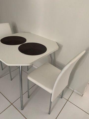 Conjunto de mesa com 2 cadeiras