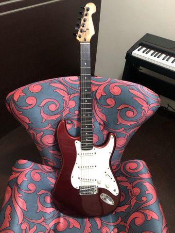 Troco guitarra strato shelter antiga por les paul ou celular bom
