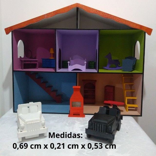 Casinha de boneca em MDF pintada e mobiliada *O produto está em Itararé/SP