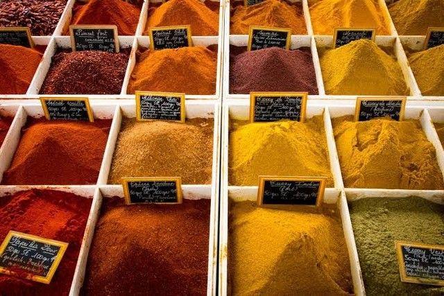 Condimentos e especiárias a granel