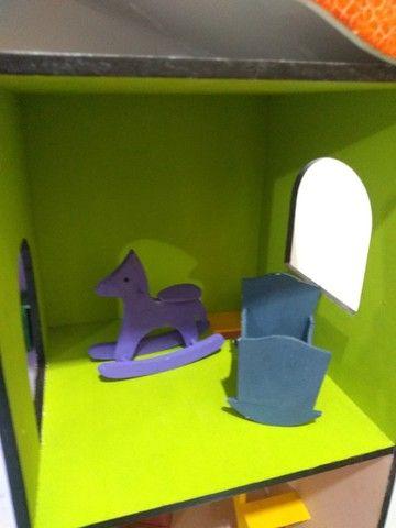 Casinha de boneca em MDF pintada e mobiliada *O produto está em Itararé/SP - Foto 6