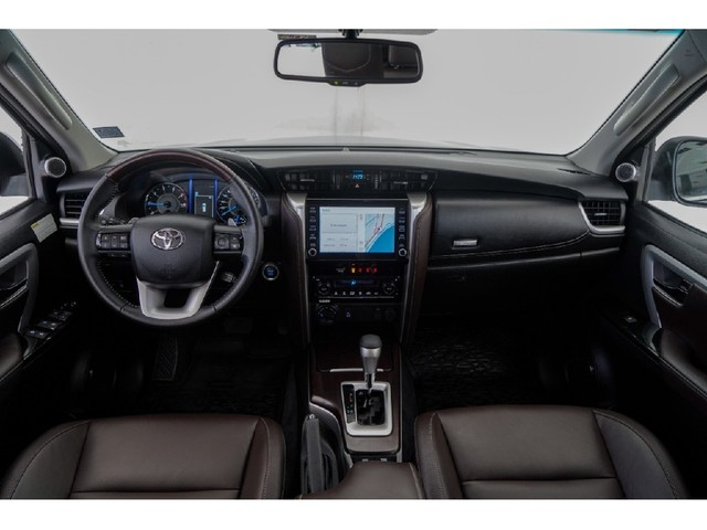 Toyota Hilux Sw4 2.8 SRX 4X4 7 LUGARES 16V TURBO INTERCOOLER DIESEL 4P AUTOMÁTICO - Foto 8