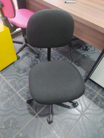 Móveis para escritório (estante, mesa, cadeira, armário, roupeiro, gaveteiro, arquivo) - Foto 6