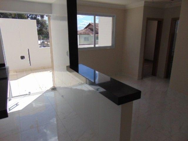 Lindo apto com excelente área privativa de 2 quartos em ótima localização no B. Sta Amélia - Foto 3