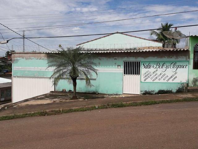 Casas na rua principal do Calafate (próximo ao campo de futebol)