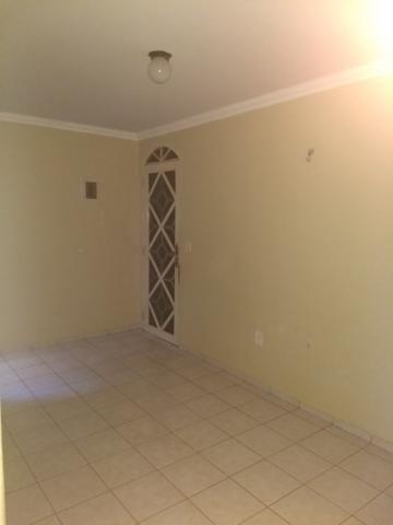 Alugo apartamento de 2 Quartos com suíte