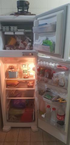 f5761f2c6e Refrigerador Brastemp Frost Free com Compartimento para Latas e Long Necks  Branco - 375L